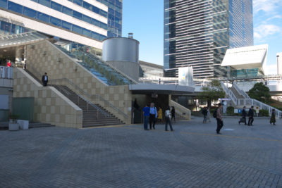 JR品川駅港南口前